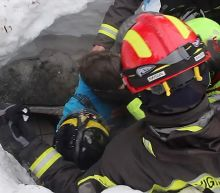 Rescuers cling on to hope in Italy avalanche disaster