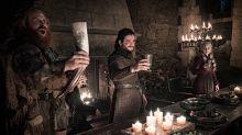 Los creadores de Juego de Tronos se pronuncian sobre el vaso de Starbucks en Invernalia