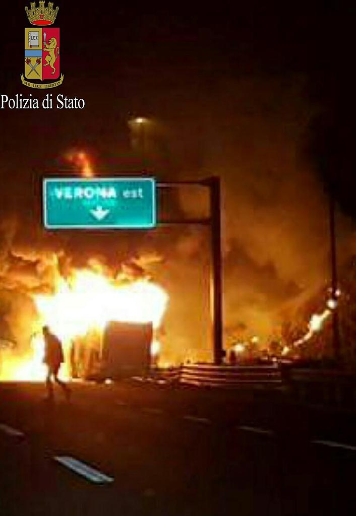 Flames rise from a bus which was carrying Hungarian teenagers on a motorway near Verona when it struck a pylon on January 21, 2017, in an image provided by Italy's Polizia di Stato (AFP Photo/)
