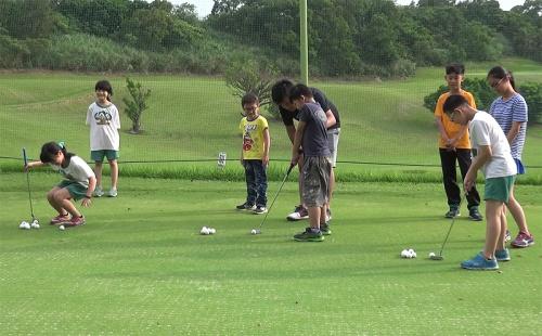 高爾夫》基層扎根從小學起,楊梅國小高球隊揚昇球場進階練習.