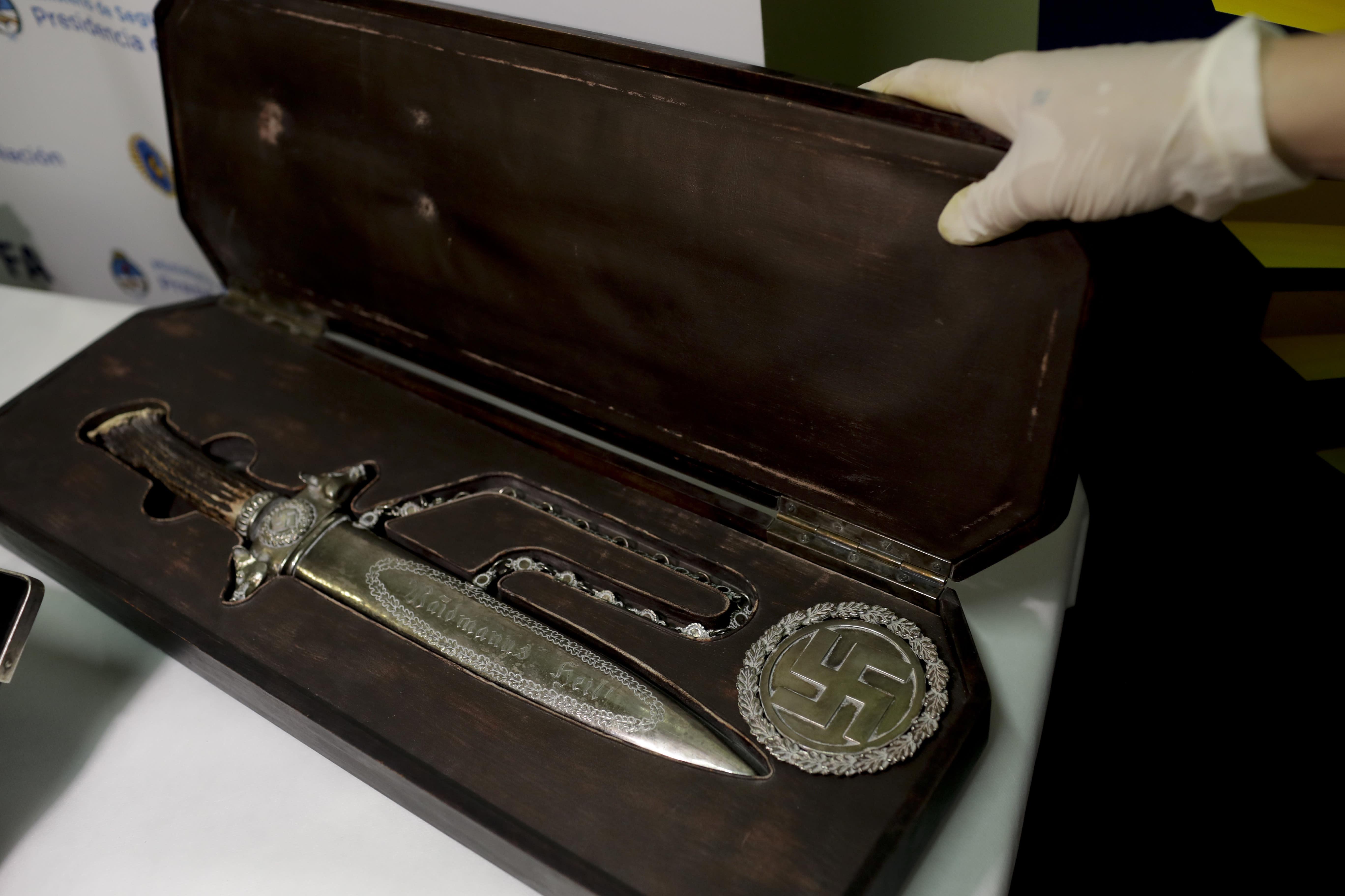 В аргентине нашли личные вещи гитлера и другие артефакты тре.