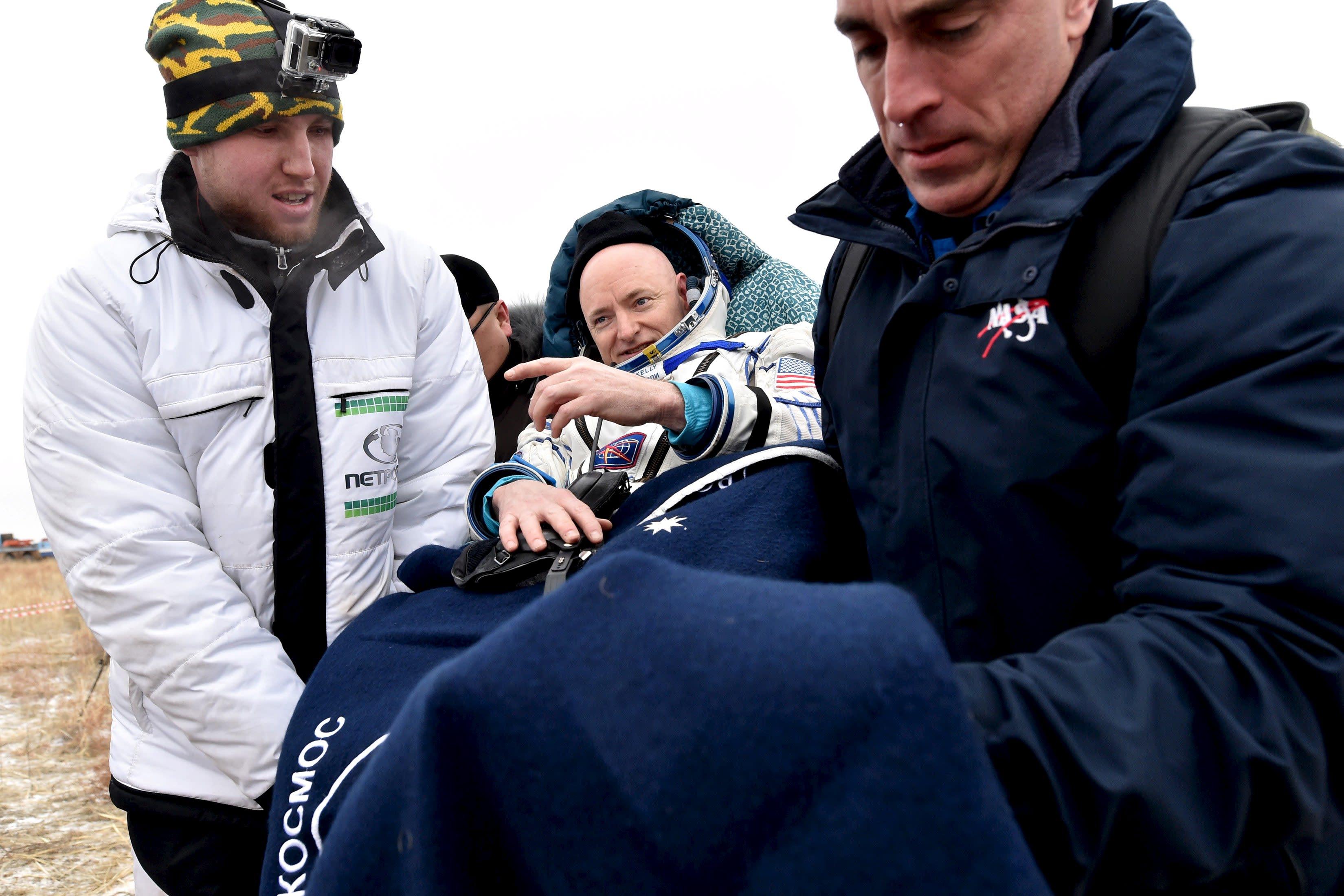 Ground personnel carry U.S. astronaut Scott Kelly shortly after landing near the town of Dzhezkazgan (Zhezkazgan), Kazakhstan, March 2, 2016. REUTERS/Kirill Kudryavtsev/Pool