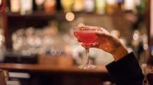 Covid-19 : comment expliquer l'horaire butoir de 22 heures pour la fermeture des bars dans les zones d'alerte renforcée ?