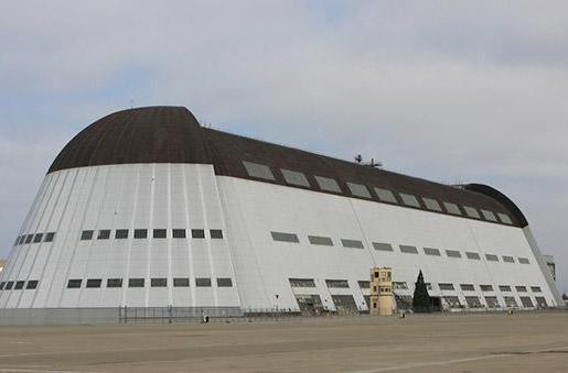 Google to take over huge NASA hangar, give execs' private planes a home