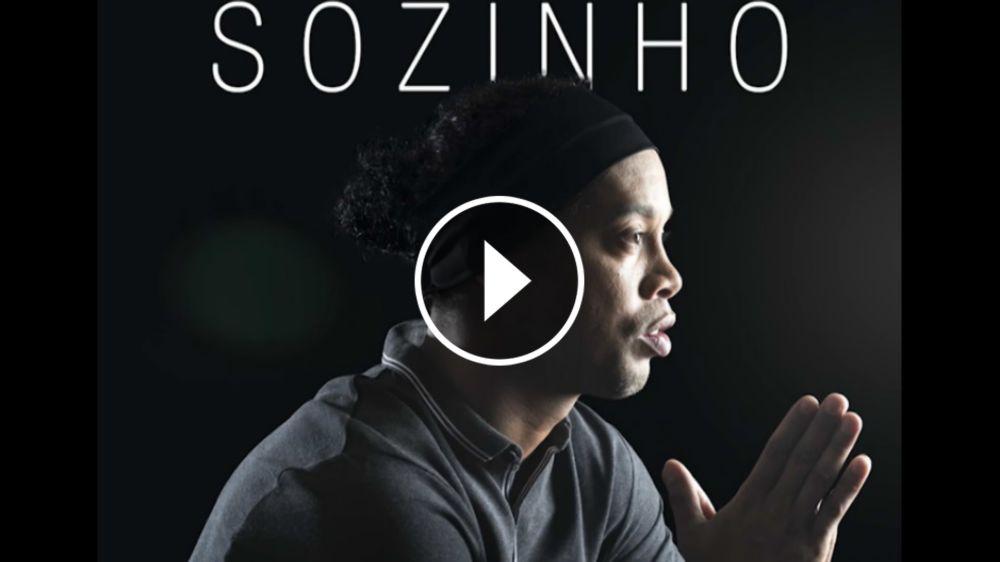 VIDEO: La primera canción de Ronaldinho