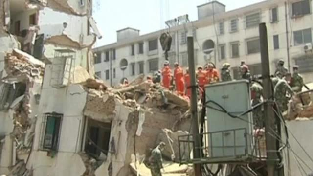 Building collapses in China: Rescuers search for residents