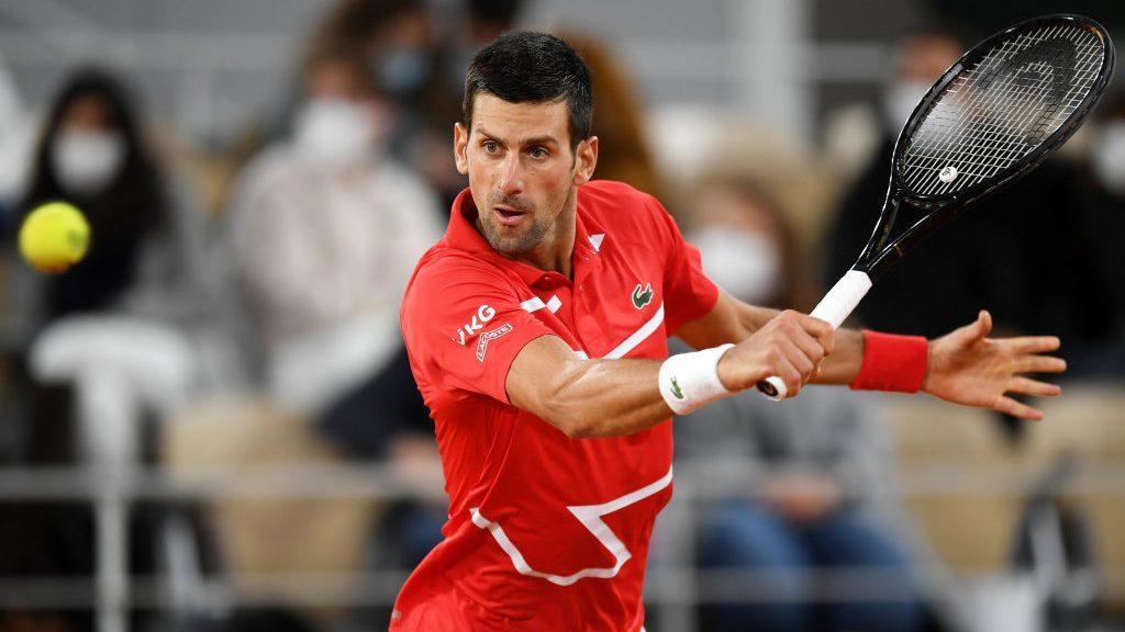 Novak Djokovic into French Open quarterfinals after brief linesperson scare