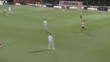 La cantada calamitosa de Kiko Casilla, ex del Real Madrid y la selección, con el Leeds