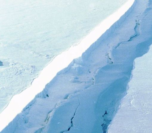 A lengthening crack is threatening to cause an Antarctic ice shelf to collapse