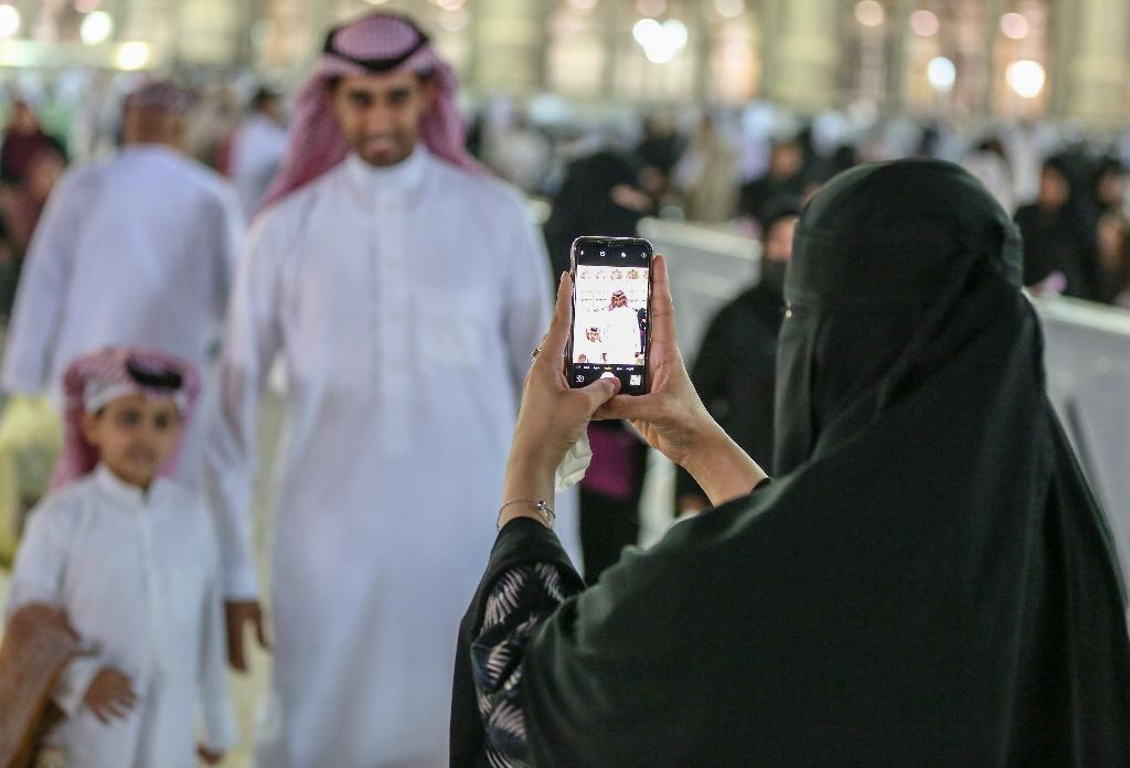 """A planned """"public decency"""" law is stoking controversy in Saudi Arabia with some fearing a revival of morality policing (AFP Photo/-)"""