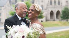 Casal que teve álbum de casamento incendiado ganha ensaio fotográfico 38 anos depois