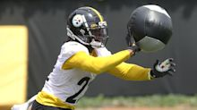 Steelers put unvaccinated players in yellow wristbands in practice