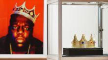 La célèbre couronne en plastique du rappeur Notorious B.I.G. vendue 594.750 dollars