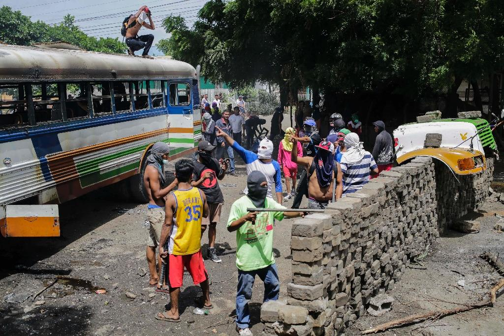 Anti-government demonstrators set up a barricade in Tipitapa, about 25 kilometers (15 miles) from Nicaraguan capital Managua, during a day-long national strike (AFP Photo/Inti OCON)