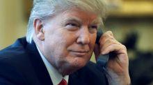 """Trump suele llamar a otros líderes mundiales a deshora y tiene una """"extraña"""" fascinación con Emmanuel Macron, según exfuncionario"""