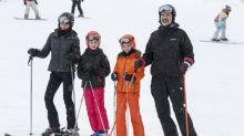 El divertido fin de semana en la nieve de los Reyes y sus hijas