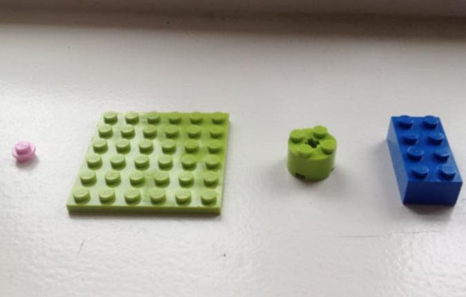 Nerdaufgabe: Die höchste Struktur aus diesen vier Legosteine