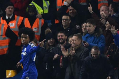 José Mourinho pede ao United a contratação de Willian, do Chelsea