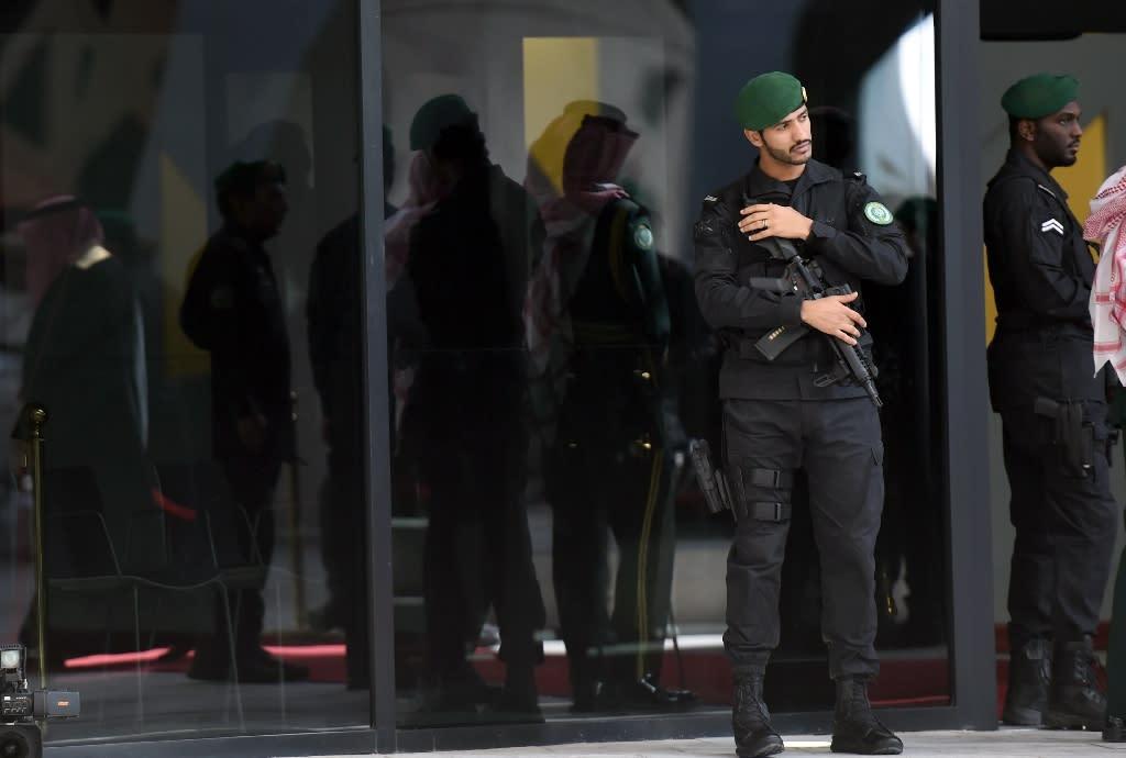 Gunman kills two guards at Saudi royal palace