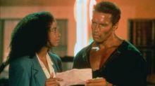 La historia de la escena de amor interracial de 'Comando' que nunca se hizo