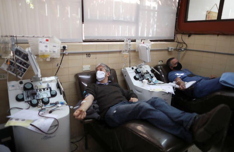 Argentina surpasses 900,000 COVID-19 cases, virus spreads to the interior