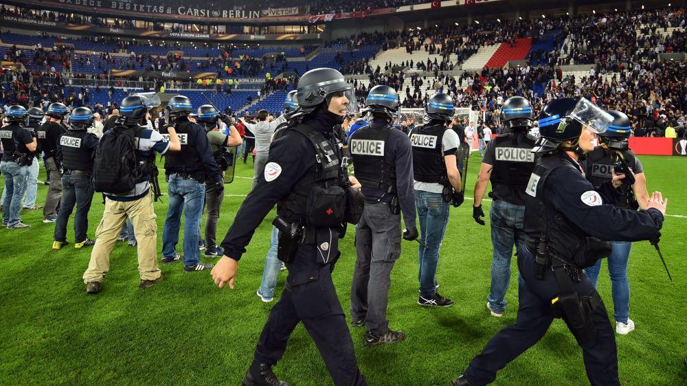 Suite aux incidents contre Besiktas, l'UEFA inflige une suspension de Coupe d'Europe avec sursis à l'OL