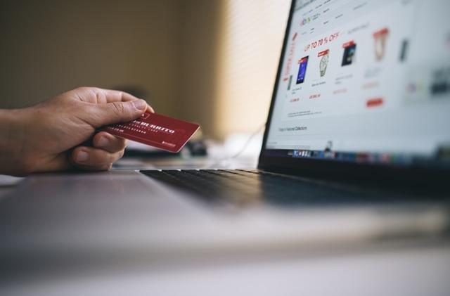 4 Ways Tech is Changing the Credit Card Industry
