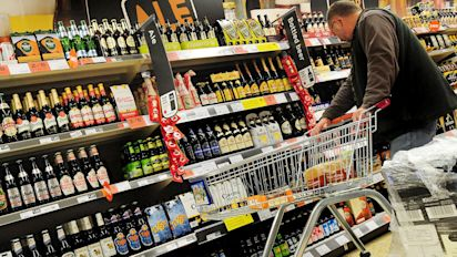 Alcohol sales fall to record low in Scotland