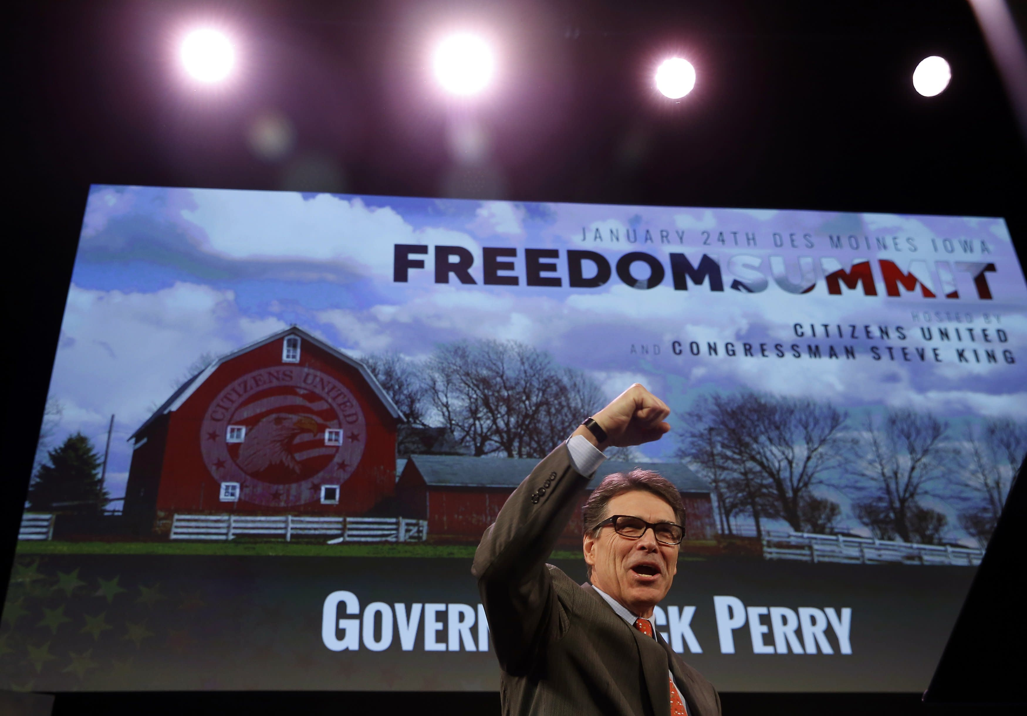 Former Governor of Texas Rick Perry arrives to speak at the Freedom Summit in Des Moines, Iowa, January 24, 2015. REUTERS/Jim Young (UNITED STATES - Tags: POLITICS)