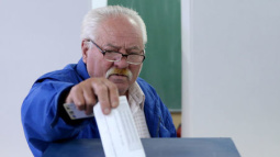 Bosnian Serbs to hold disputed vote amid ethnic tensions