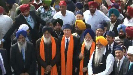 British PM Cameron visits Golden Temple