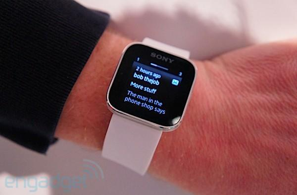 Sony Smartwatch update speeds apps across the board, makes sure you (always) know what time it is