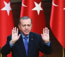 Turkey 'no' voters demonised as tight referendum looms