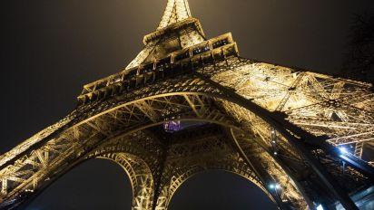 La increíble razón por la que debes tener cuidado con tus fotos nocturnas de la Torre Eiffel