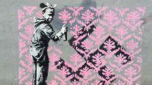 Street-art : Banksy, toujours incognito, frappe fort à Paris avec six nouvelles oeuvres