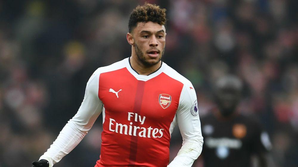Arsenal star Oxlade-Chamberlain injured at Southampton