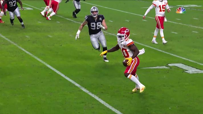 Tyreek Hill's fifth catch of the drive takes him into the end zone