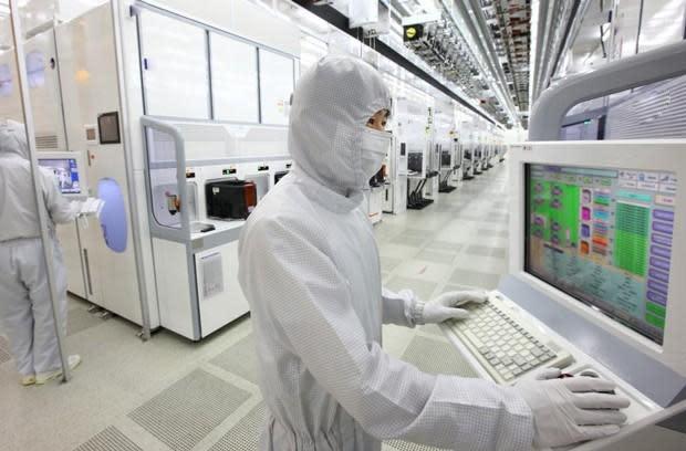 Gas leak proves fatal at Samsung chip plant in Korea