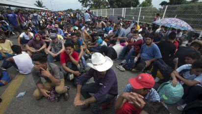 Migrants in caravan camp out on bridge to Mexico