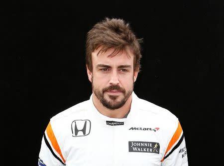 El piloto español Fernando Alonso posa para un retrato antes del Gran Premio de Australia en Melbourne