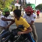Thespian cops in India act out the dangers of coronavirus