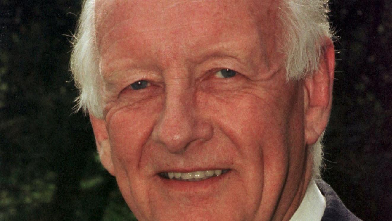 Tributes flow for former BBC presenter Frank Bough