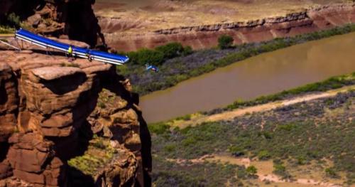 Tous sports - Une vidéo impressionnante de «slip and slide» dans le vide avec Devin Supertramp