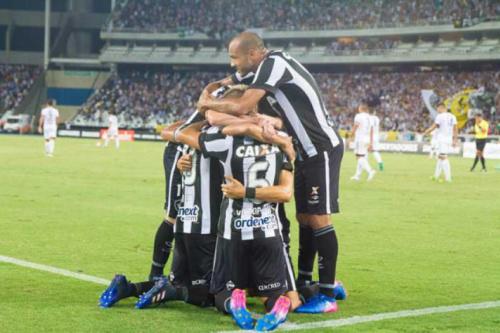 'Na partida contra o Estudiantes, Botafogo é o favorito'