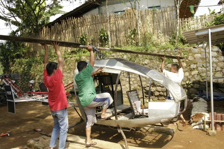 Jujun Junaedi (R) dreams of flying above the snarled roads of his hometown Sukabumi on his homemade helicopter (AFP Photo/Wulung WIDARBA)