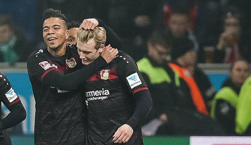 Bundesliga: Medien: Bayern weiter an Brandt und Henrichs dran