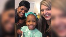 Stranger shows white adoptive mom how to style her black daughter's hair: 'Our world needs more people like this'