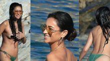 Shay Mitchell lo enseña (casi) todo en una playa nudista