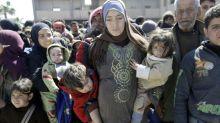 Años después, soldados sirios se reúnen con familiares que huyen de Guta Oriental