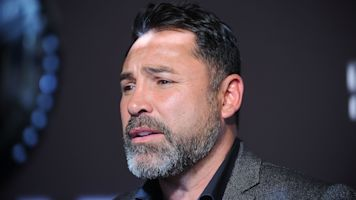 De La Hoya challenges Dana White to fight